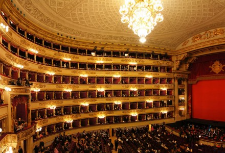 surrounding_teatro_alla_scala